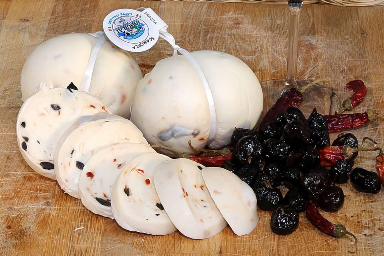 Scamorza-Olive-e-Peperoncino.jpg