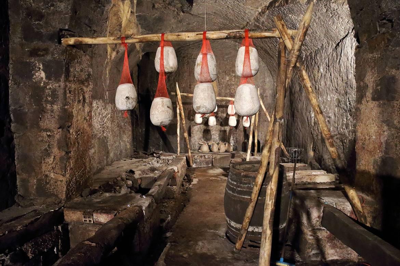 grottone-cantina-3.jpg
